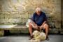4 señales de que una persona mayor ya no puede cuidar a un perro